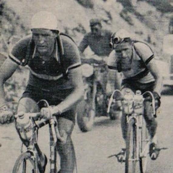 Old Timers riding for Medecins du Monde